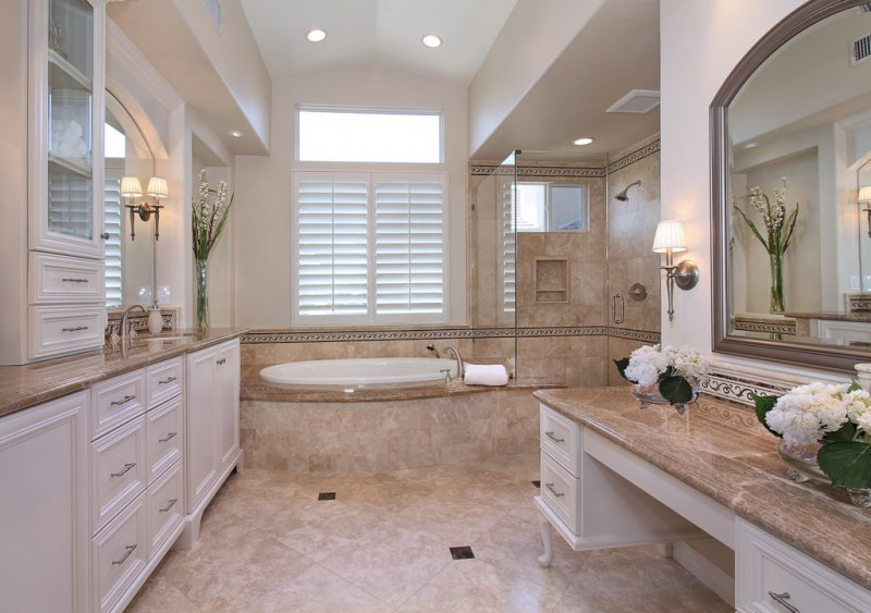 Coto de Caza traditional master bathroom