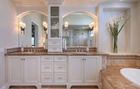 Coto de Caza traditional master bathroom